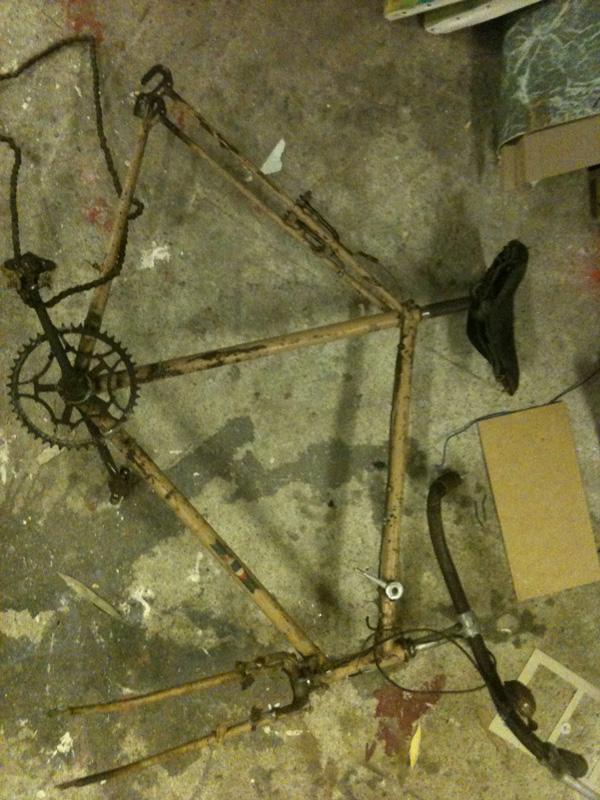 vieux-cadre-vélo-transformation-fixie